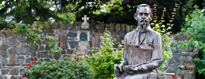 """Bronzefigur """"Schreben Johann"""""""