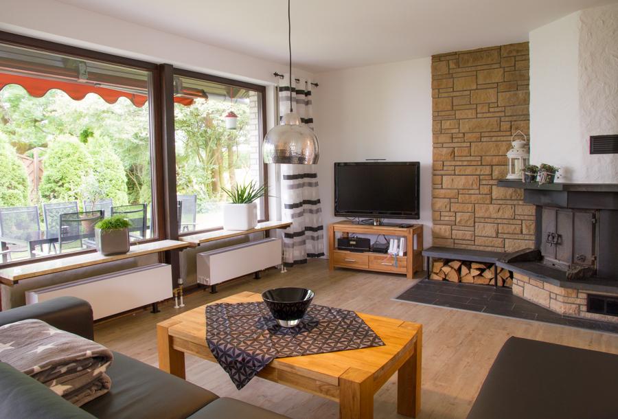 Wohnzimmer Mit Gemütlicher Sitzecke Und Kamin